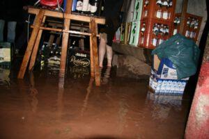 und steht das Wasser noch so hoch...